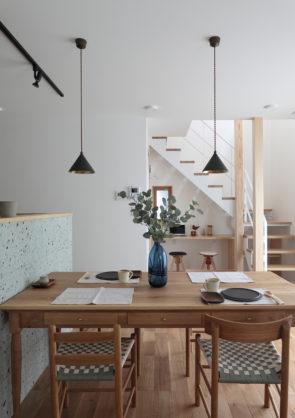 住宅街に佇むシンプルライクな家