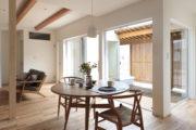 中庭と豊かに暮らすコの字型の平屋