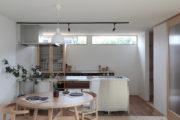 オーダーキッチンの映える収納上手な平屋