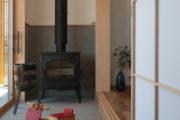 薪ストーブを囲む暮らしの家